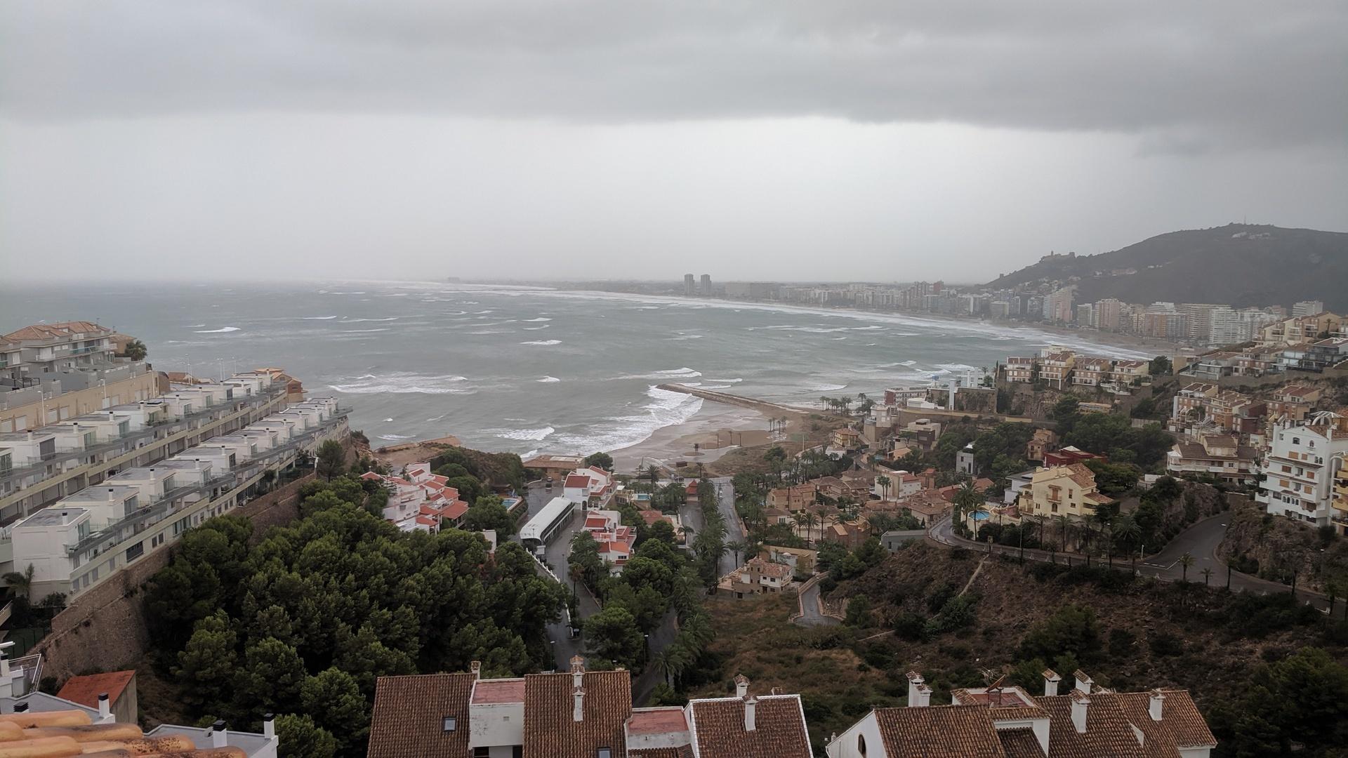 Playa Cap Blanc Cullera en un día de tormenta